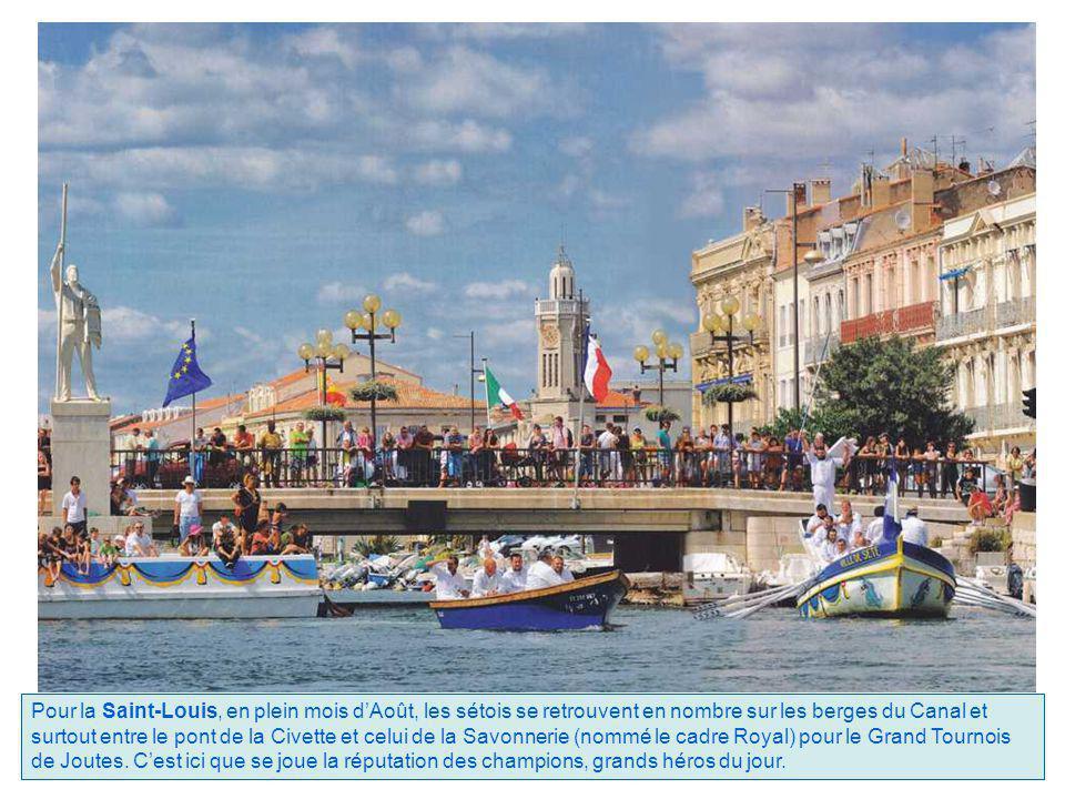 Pour la Saint-Louis, en plein mois d'Août, les sétois se retrouvent en nombre sur les berges du Canal et surtout entre le pont de la Civette et celui de la Savonnerie (nommé le cadre Royal) pour le Grand Tournois de Joutes.