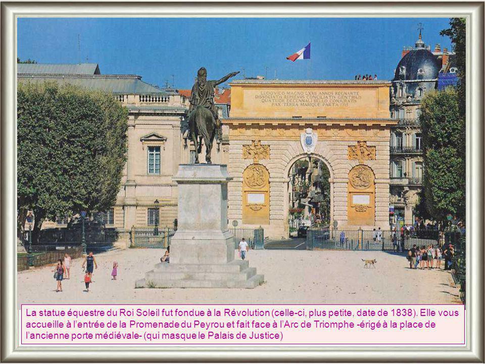 La statue équestre du Roi Soleil fut fondue à la Révolution (celle-ci, plus petite, date de 1838).