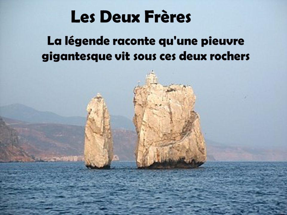Les Deux Frères La légende raconte qu une pieuvre gigantesque vit sous ces deux rochers