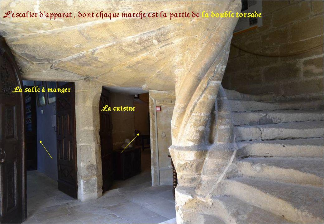 L'escalier d'apparat , dont chaque marche est la partie de la double torsade .