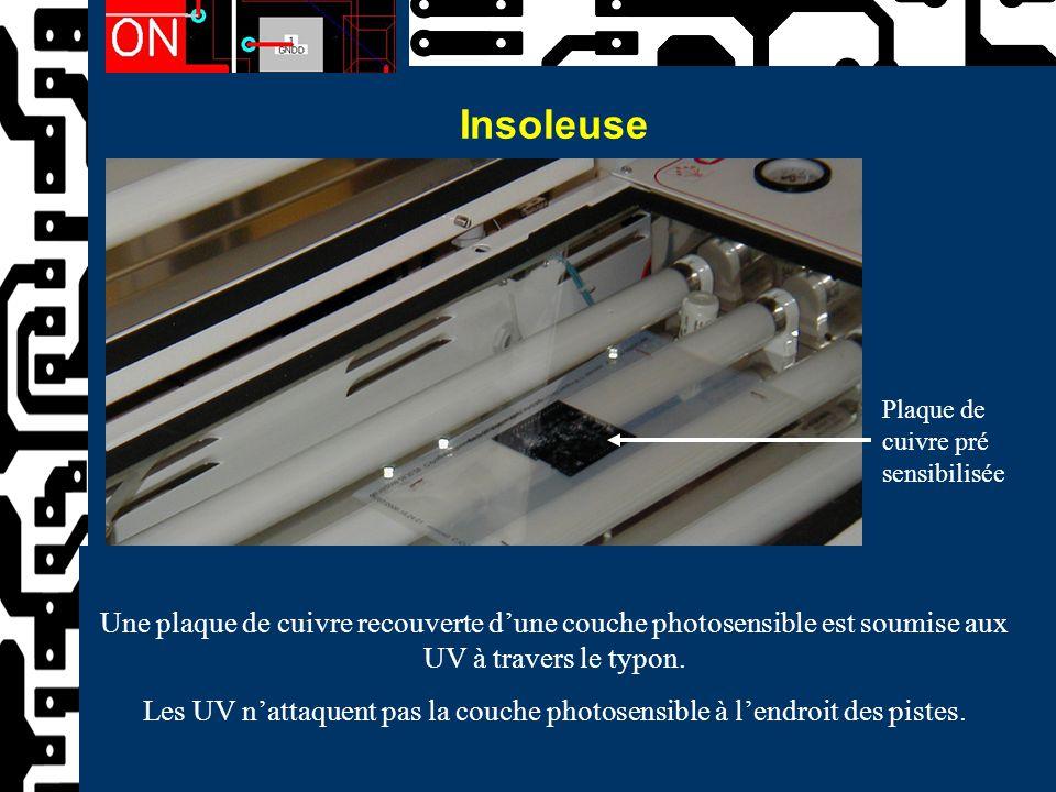 Les UV n'attaquent pas la couche photosensible à l'endroit des pistes.