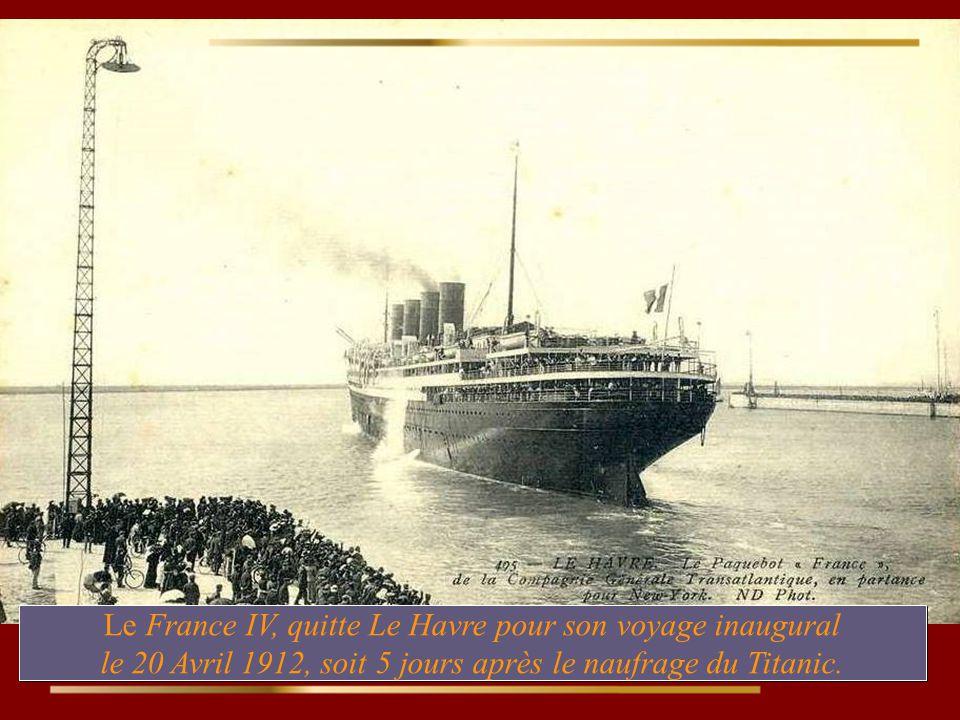Le France IV, quitte Le Havre pour son voyage inaugural