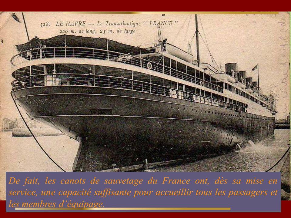 De fait, les canots de sauvetage du France ont, dès sa mise en service, une capacité suffisante pour accueillir tous les passagers et les membres d'équipage.