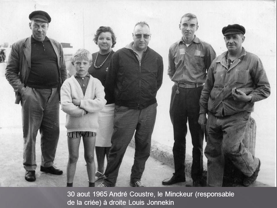 30 aout 1965 André Coustre, le Minckeur (responsable de la criée) à droite Louis Jonnekin