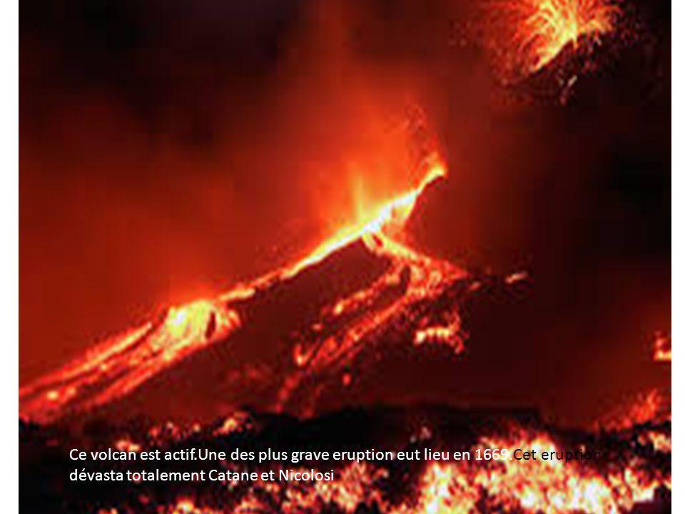 Ce volcan est actif. Une des plus grave eruption eut lieu en 1669