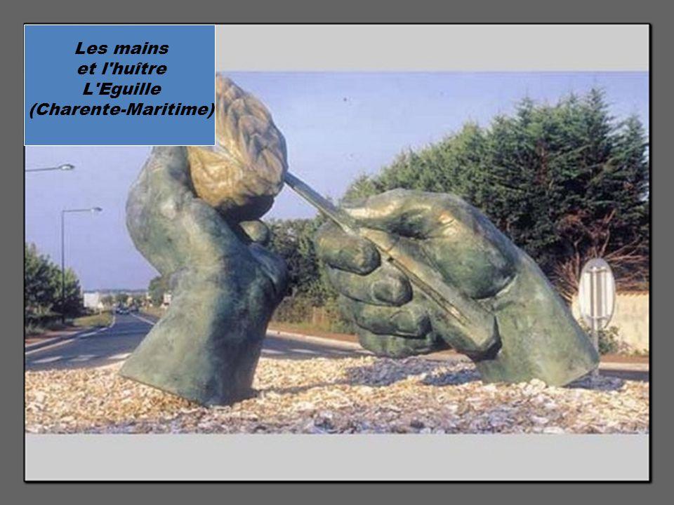Les mains et l huître L Eguille (Charente-Maritime)