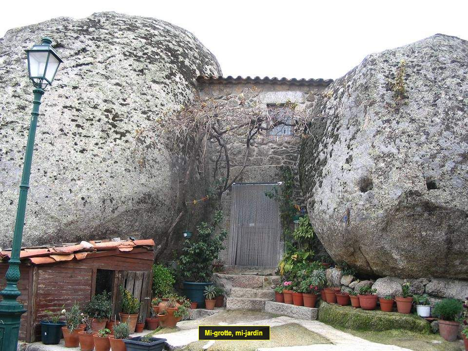 Mi-grotte, mi-jardin