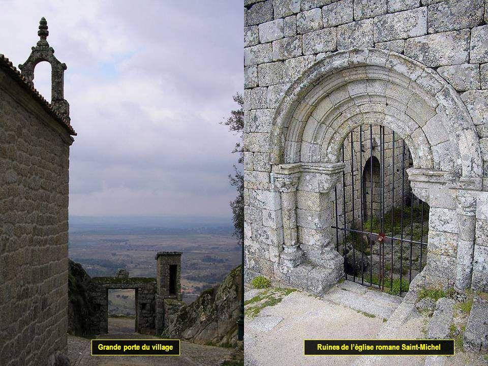 Grande porte du village Ruines de l'église romane Saint-Michel