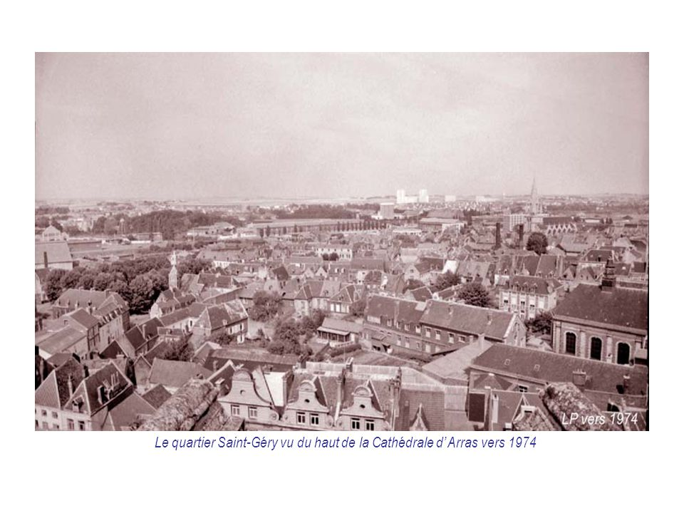 Le quartier Saint-Géry vu du haut de la Cathédrale d' Arras vers 1974