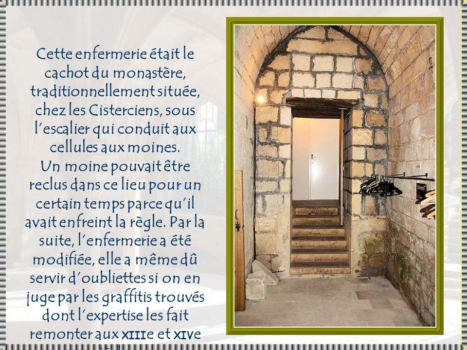 Cette enfermerie était le cachot du monastère, traditionnellement située, chez les Cisterciens, sous l'escalier qui conduit aux cellules aux moines.