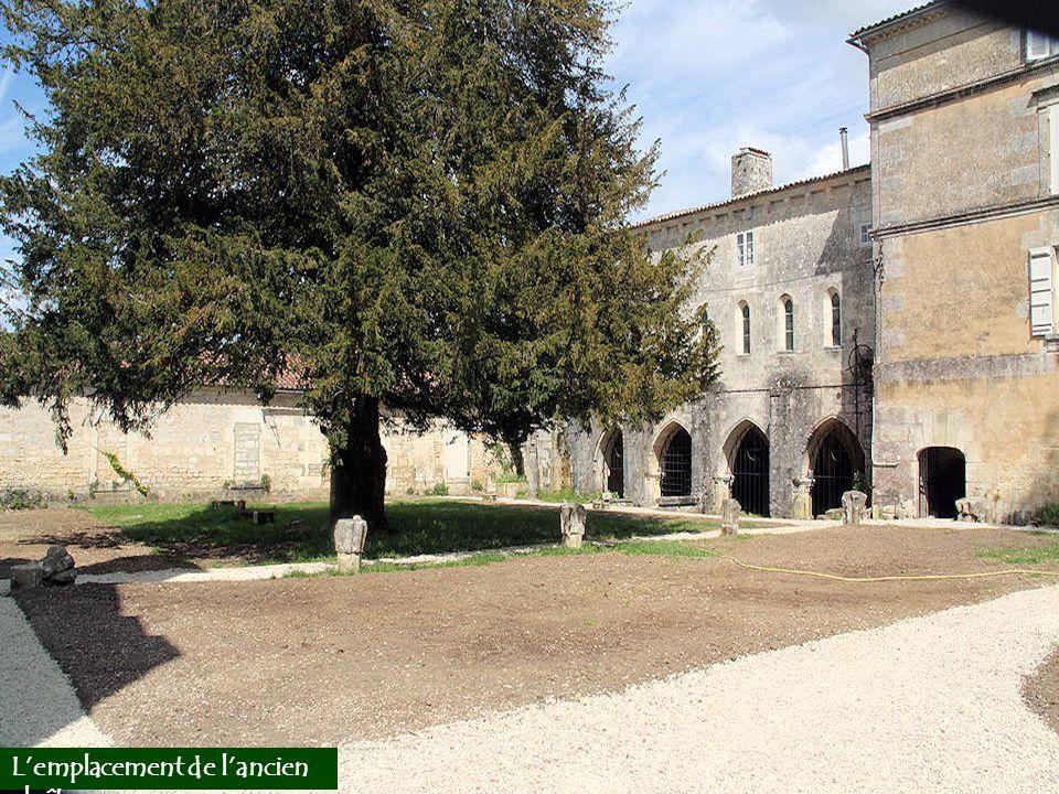 L'emplacement de l'ancien cloître.