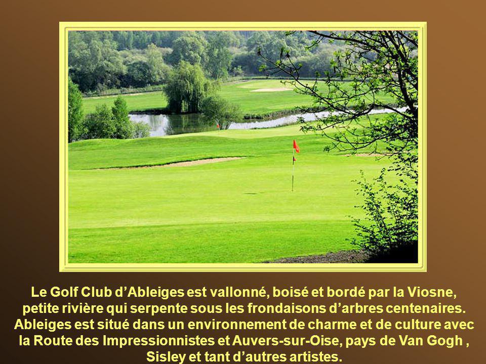 Le Golf Club d'Ableiges est vallonné, boisé et bordé par la Viosne, petite rivière qui serpente sous les frondaisons d'arbres centenaires.
