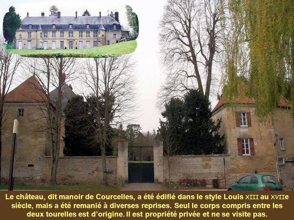 Le château, dit manoir de Courcelles, a été édifié dans le style Louis XIII au XVIIe siècle, mais a été remanié à diverses reprises.