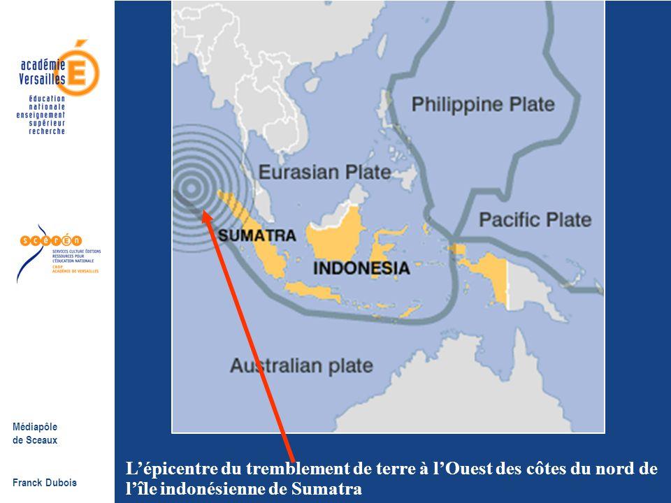 L'épicentre du tremblement de terre à l'Ouest des côtes du nord de l'île indonésienne de Sumatra