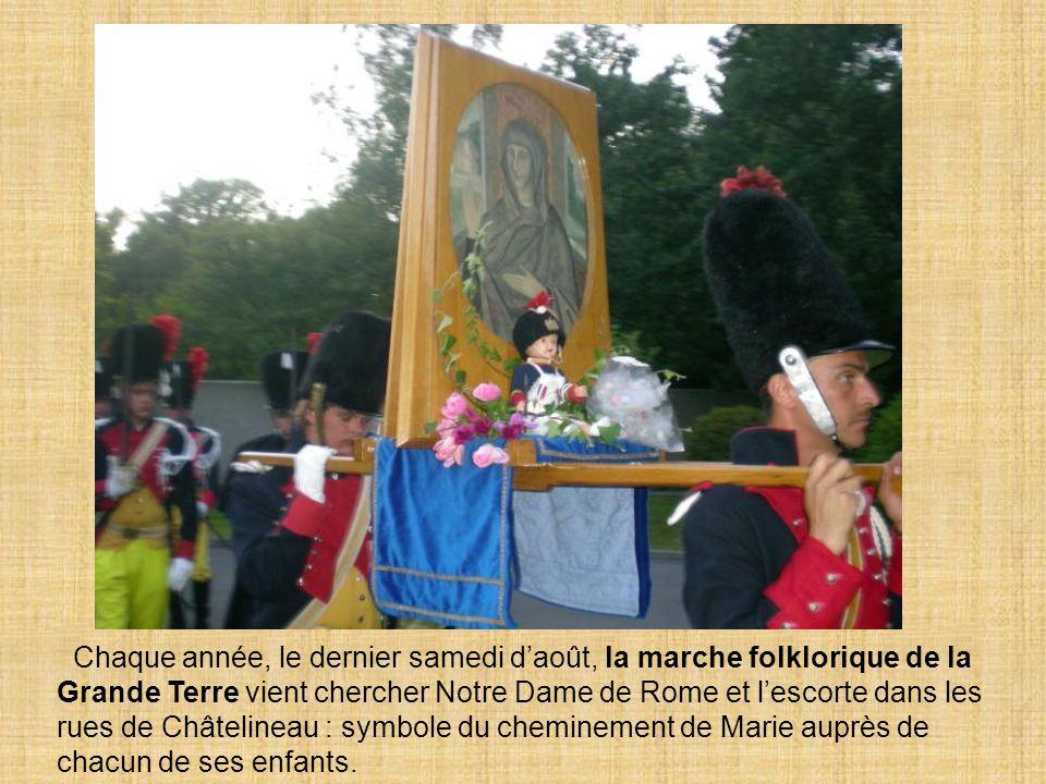 Chaque année, le dernier samedi d'août, la marche folklorique de la Grande Terre vient chercher Notre Dame de Rome et l'escorte dans les rues de Châtelineau : symbole du cheminement de Marie auprès de chacun de ses enfants.