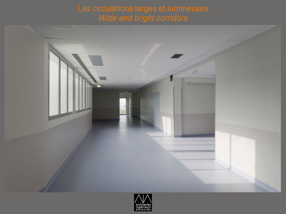 Les circulations larges et lumineuses Wide and bright corridors