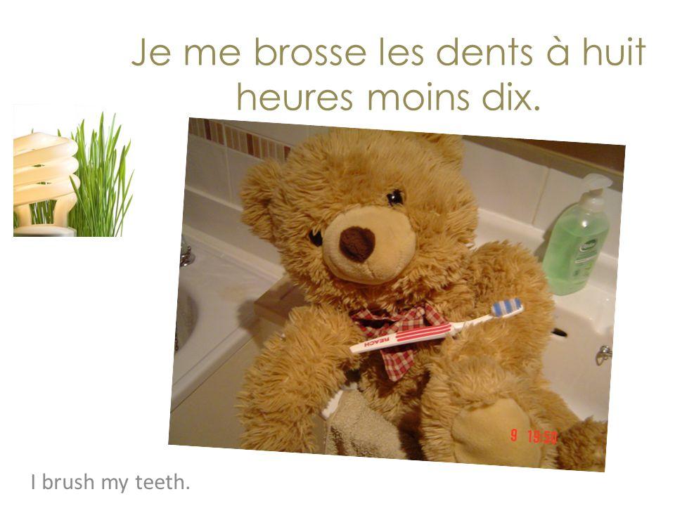 Je me brosse les dents à huit heures moins dix.