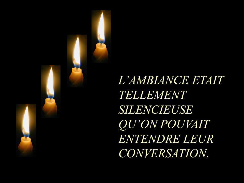 L'AMBIANCE ETAIT TELLEMENT SILENCIEUSE QU'ON POUVAIT ENTENDRE LEUR CONVERSATION.