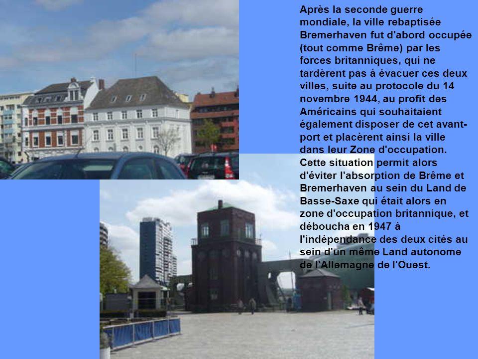 Après la seconde guerre mondiale, la ville rebaptisée Bremerhaven fut d abord occupée (tout comme Brême) par les forces britanniques, qui ne tardèrent pas à évacuer ces deux villes, suite au protocole du 14 novembre 1944, au profit des Américains qui souhaitaient également disposer de cet avant-port et placèrent ainsi la ville dans leur Zone d occupation.