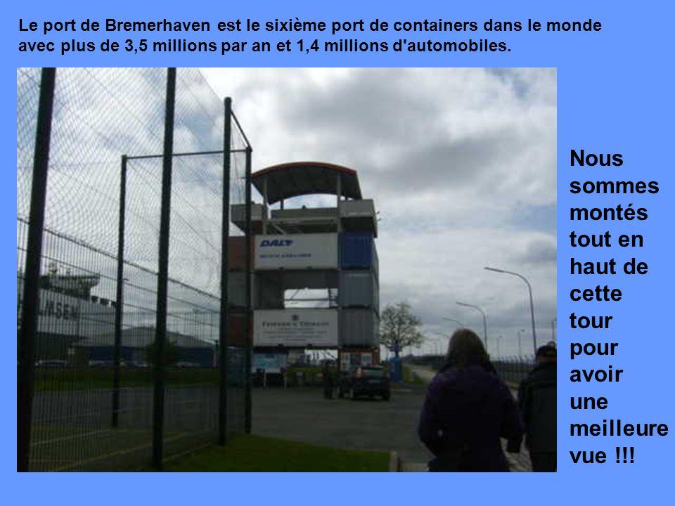 Le port de Bremerhaven est le sixième port de containers dans le monde avec plus de 3,5 millions par an et 1,4 millions d automobiles.