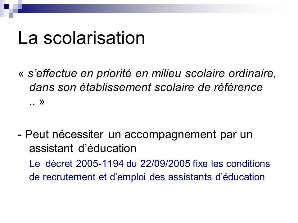 La scolarisation « s'effectue en priorité en milieu scolaire ordinaire, dans son établissement scolaire de référence .. »