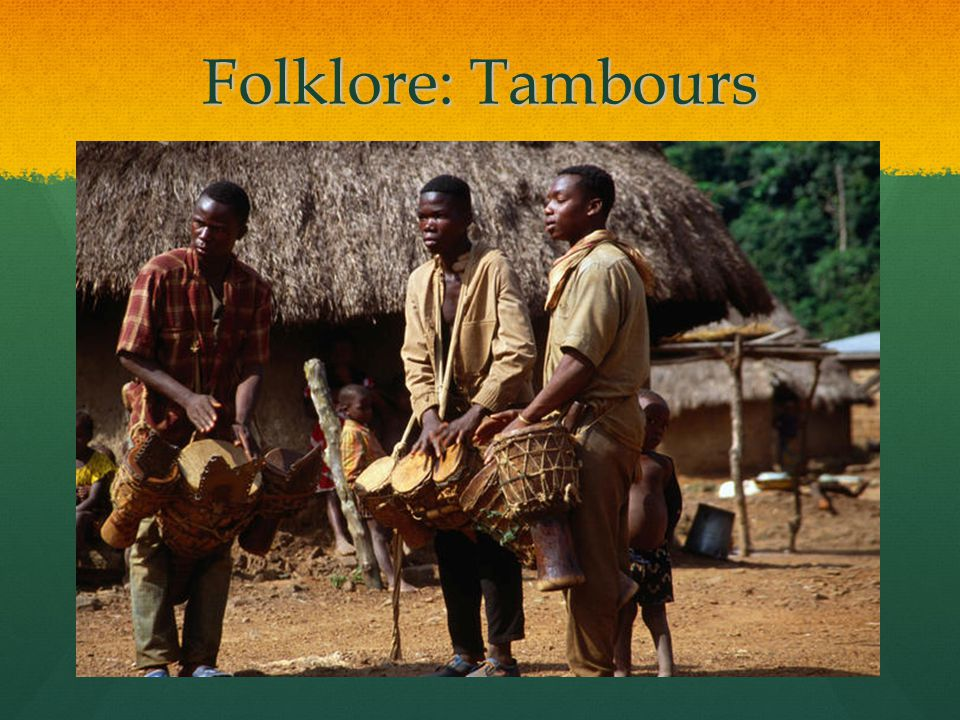 Folklore: Tambours Voici trois tamours traditionels dans la ville de Zala, symbol du folklore ivoirien.