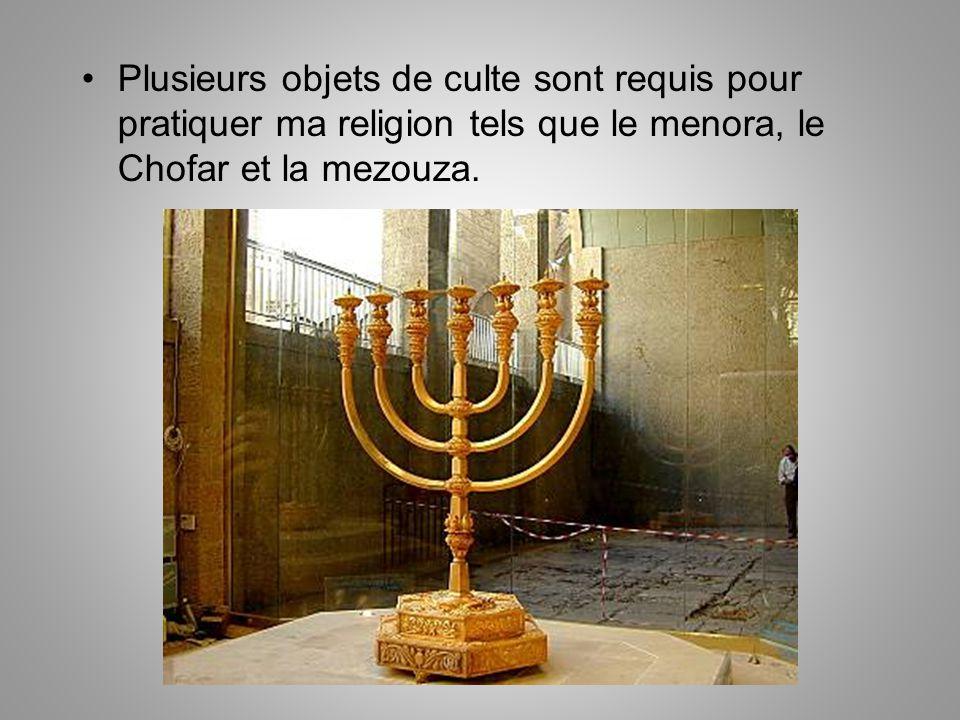 Plusieurs objets de culte sont requis pour pratiquer ma religion tels que le menora, le Chofar et la mezouza.