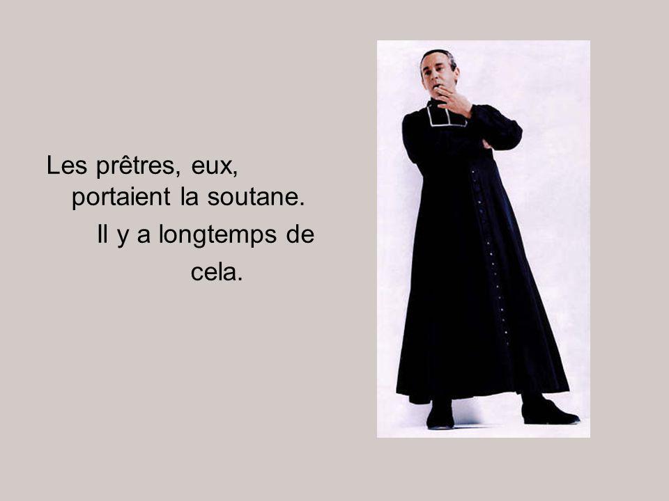 Les prêtres, eux, portaient la soutane.
