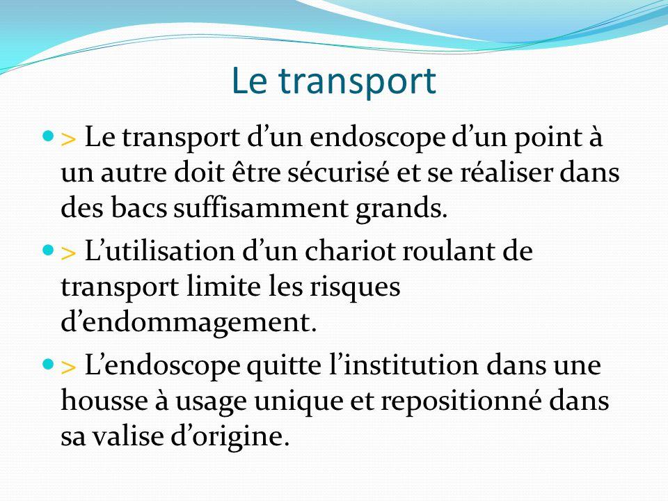 Le transport > Le transport d'un endoscope d'un point à un autre doit être sécurisé et se réaliser dans des bacs suffisamment grands.