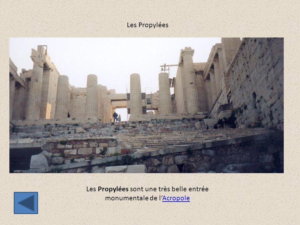 Les Propylées sont une très belle entrée monumentale de l'Acropole