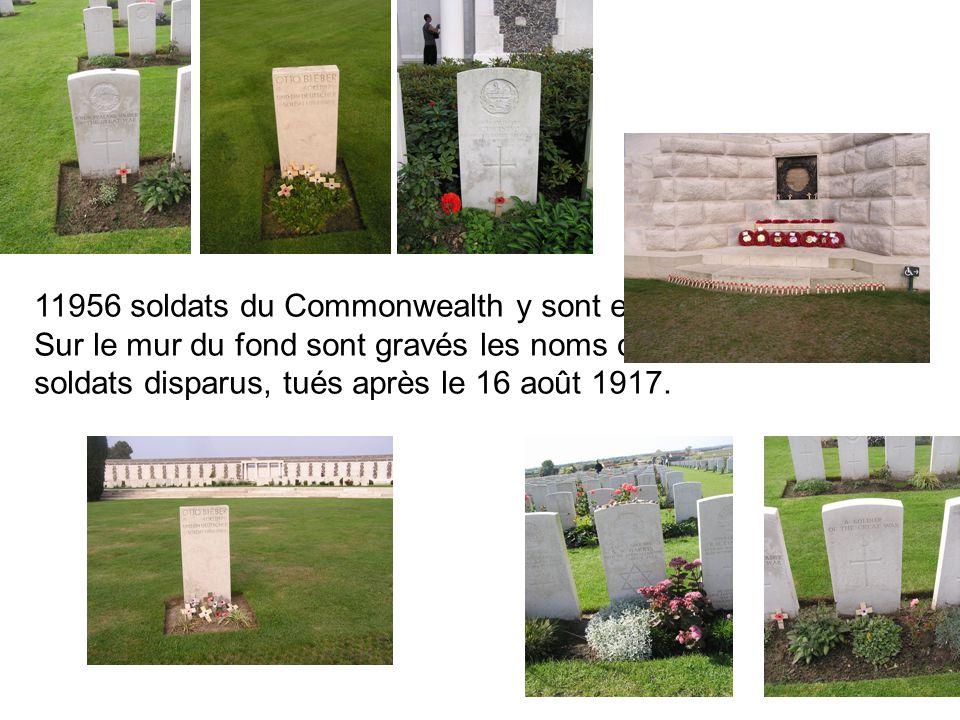 11956 soldats du Commonwealth y sont enterrés.