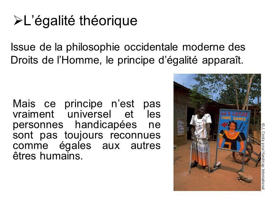 L'égalité théorique Issue de la philosophie occidentale moderne des Droits de l'Homme, le principe d'égalité apparaît.