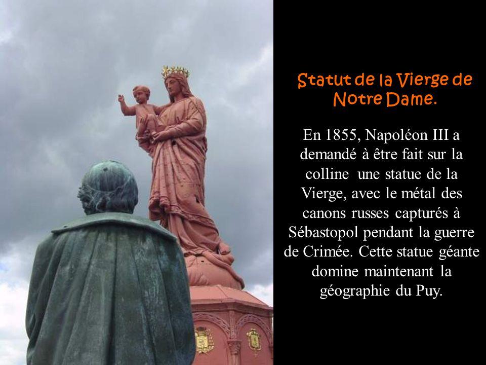 Statut de la Vierge de Notre Dame.