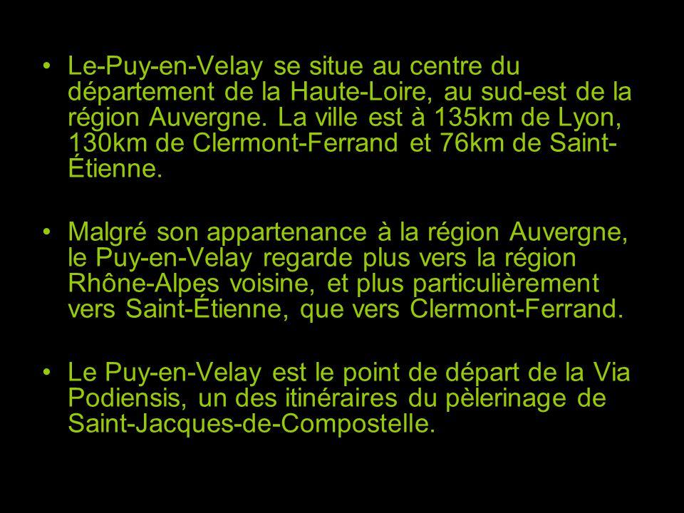 Le-Puy-en-Velay se situe au centre du département de la Haute-Loire, au sud-est de la région Auvergne. La ville est à 135km de Lyon, 130km de Clermont-Ferrand et 76km de Saint-Étienne.