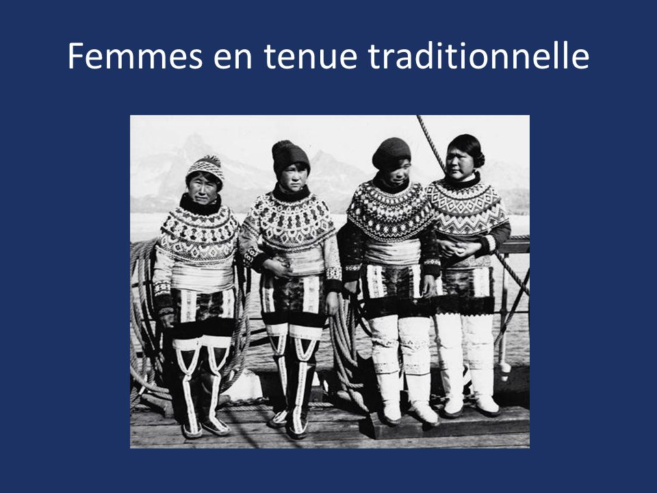 Femmes en tenue traditionnelle