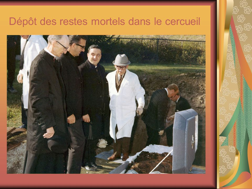 Dépôt des restes mortels dans le cercueil