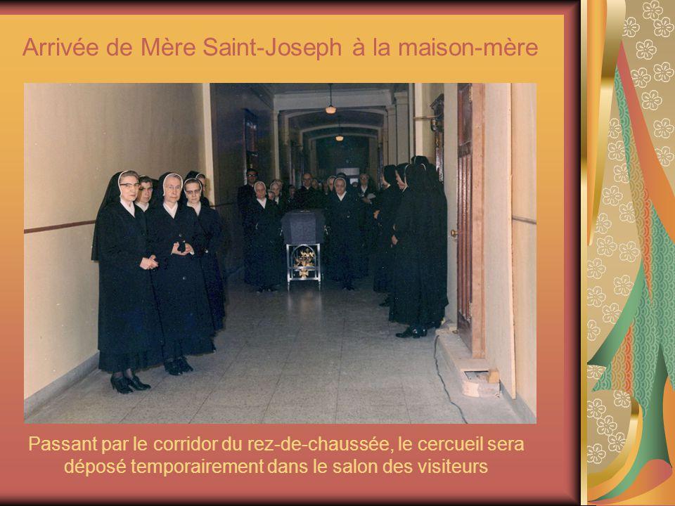 Arrivée de Mère Saint-Joseph à la maison-mère