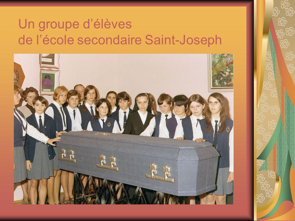 Un groupe d'élèves de l'école secondaire Saint-Joseph