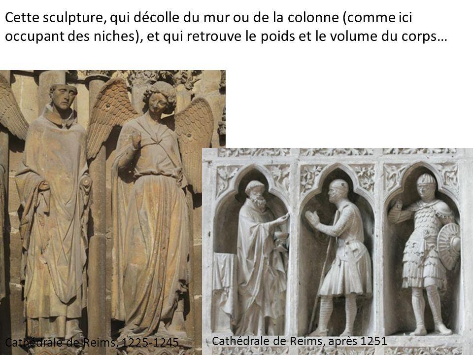 Cette sculpture, qui décolle du mur ou de la colonne (comme ici occupant des niches), et qui retrouve le poids et le volume du corps…