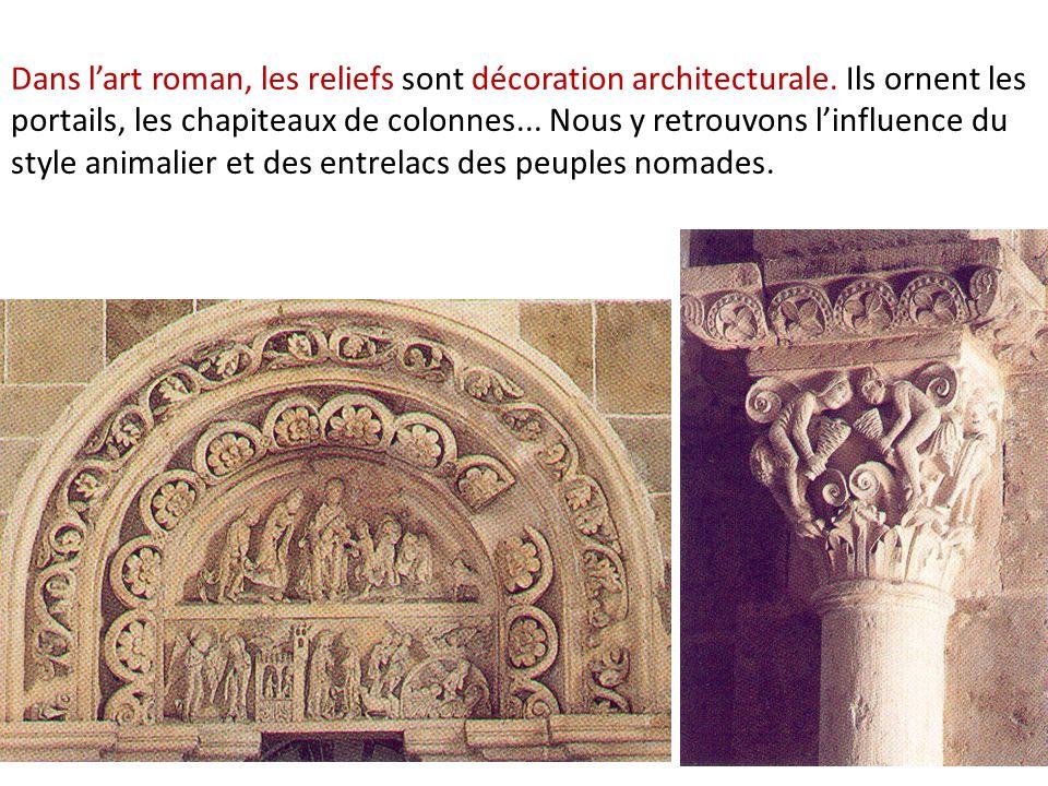Dans l'art roman, les reliefs sont décoration architecturale
