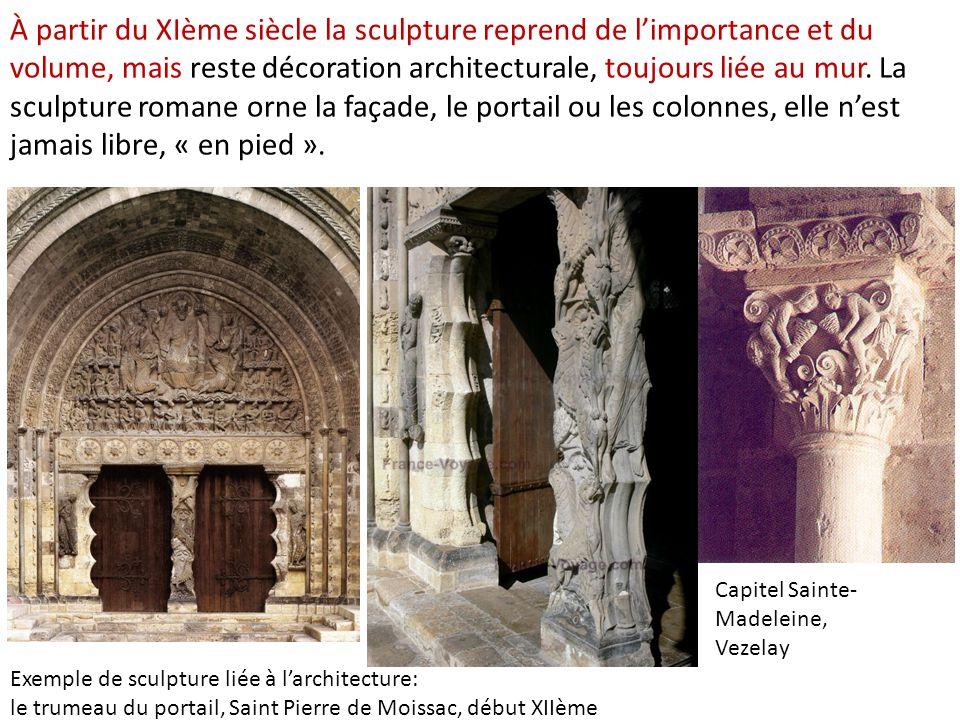 À partir du XIème siècle la sculpture reprend de l'importance et du volume, mais reste décoration architecturale, toujours liée au mur. La sculpture romane orne la façade, le portail ou les colonnes, elle n'est jamais libre, « en pied ».