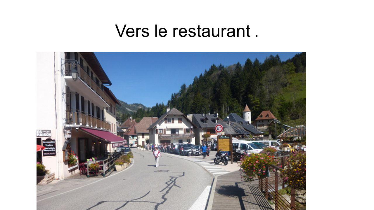 Vers le restaurant .