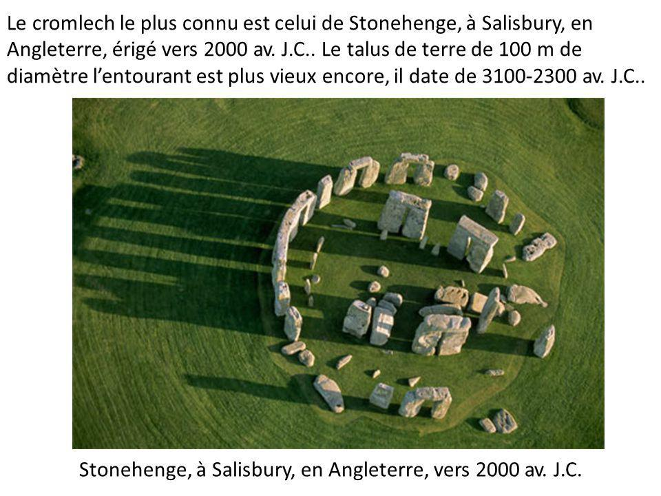 Stonehenge, à Salisbury, en Angleterre, vers 2000 av. J.C.