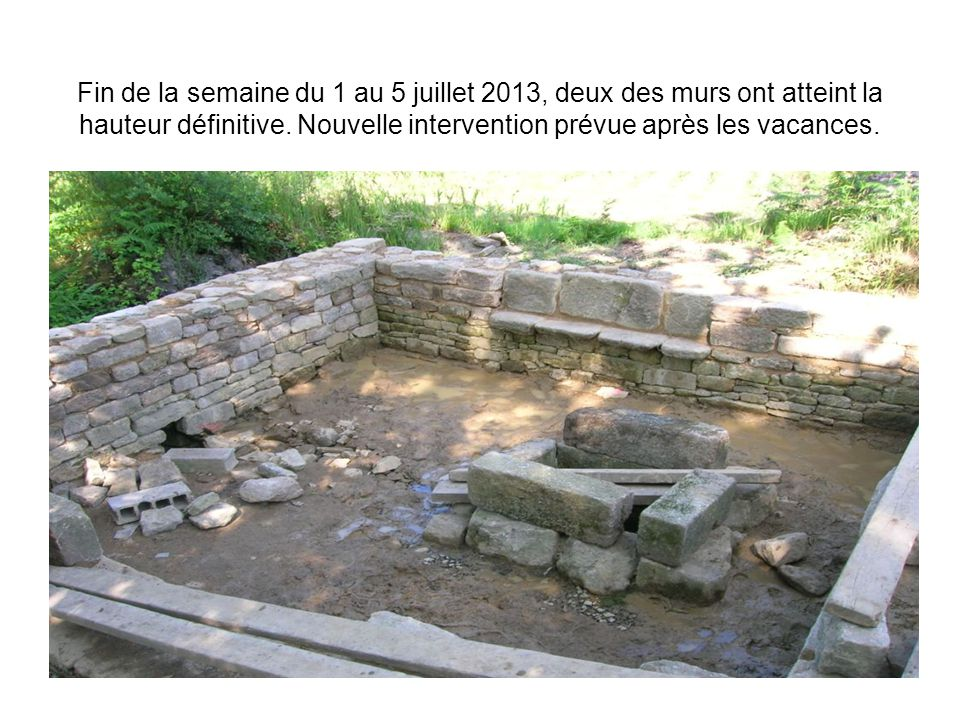 Fin de la semaine du 1 au 5 juillet 2013, deux des murs ont atteint la hauteur définitive.