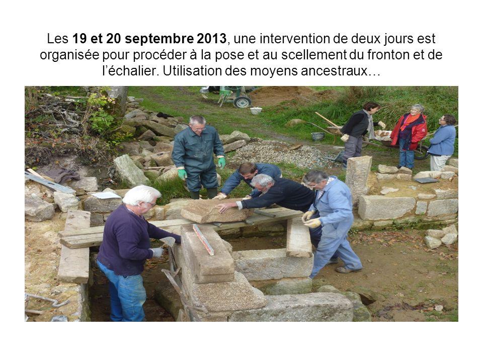Les 19 et 20 septembre 2013, une intervention de deux jours est organisée pour procéder à la pose et au scellement du fronton et de l'échalier.