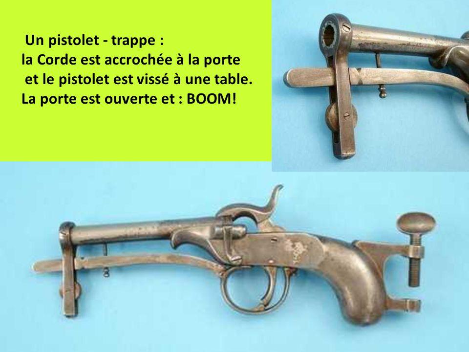 Un pistolet - trappe : la Corde est accrochée à la porte et le pistolet est vissé à une table.