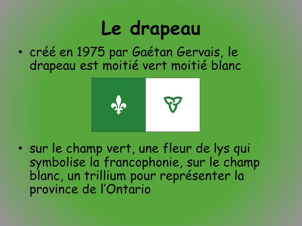 Le drapeau créé en 1975 par Gaétan Gervais, le drapeau est moitié vert moitié blanc.