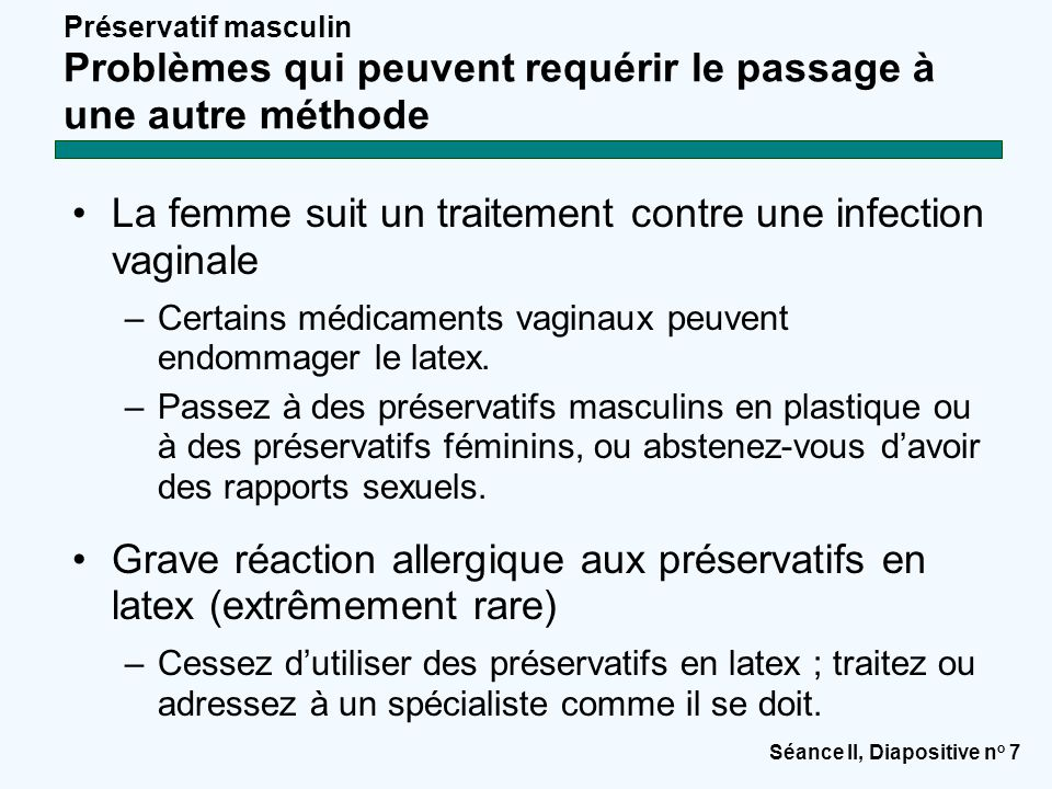 La femme suit un traitement contre une infection vaginale
