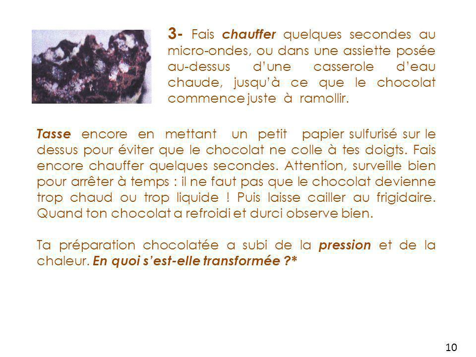 3- Fais chauffer quelques secondes au micro-ondes, ou dans une assiette posée au-dessus d'une casserole d'eau chaude, jusqu'à ce que le chocolat commence juste à ramollir.