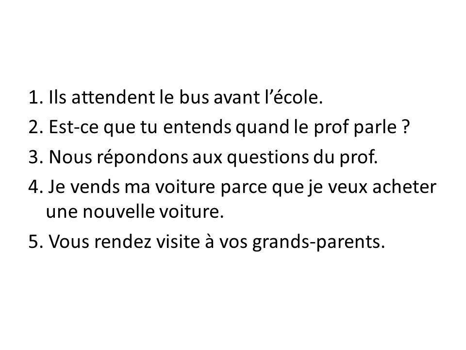 1. Ils attendent le bus avant l'école.